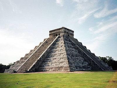 Снимка на пирамидата Кукулкан в  Чичен Ица от Justin Burch